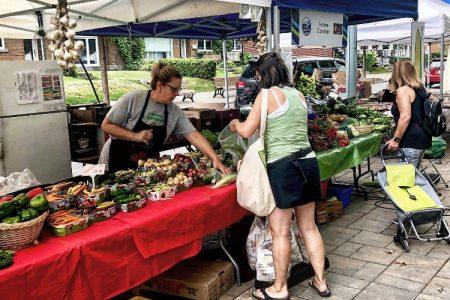 Ferme Cormier, marchand au marché public du village à Pointe-aux-Trembles à Montréal