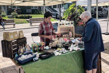 Le savonnier mignon, marchand au marché public du village à Pointe-aux-Trembles à Montréal